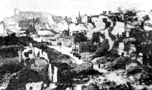 在一場人為大火中長沙全城盡毀,僅剩頹垣敗瓦。
