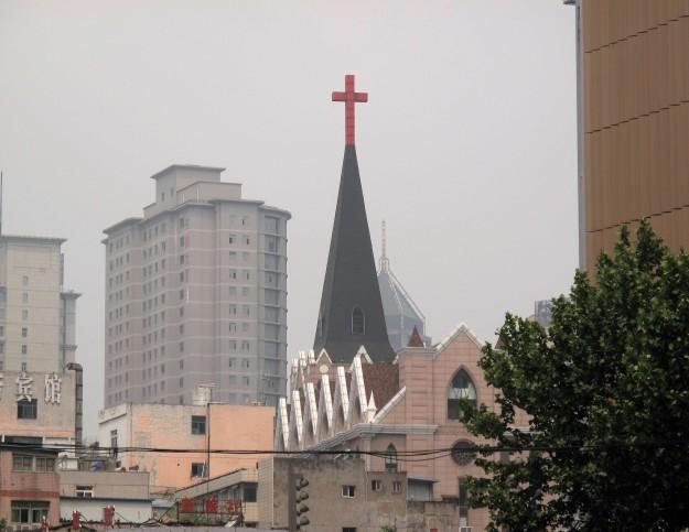 高樓林立中的教堂