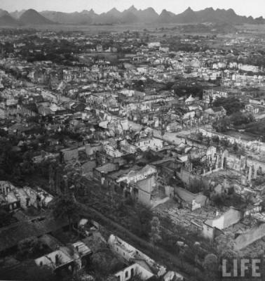 滿目瘡痍的桂林,全城盡毀成廢墟,難找一間完整的房子。
