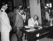 1945年日本軍政府在香港簽署投降書,港督楊慕琦是英方代表